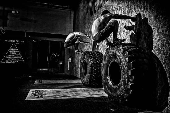 wod crossfit sevilla neumatico tractor salto