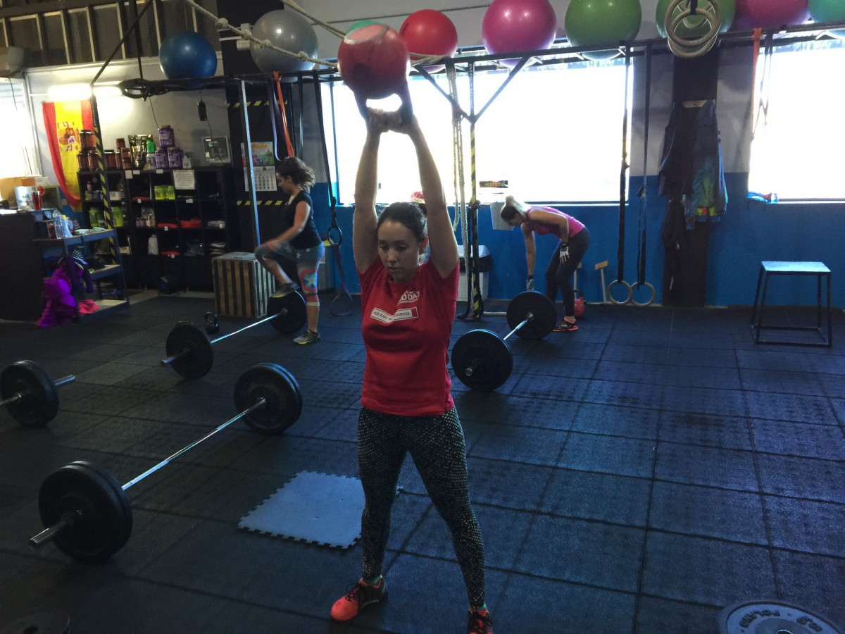 Wod CFS Box CrossFit Sevilla kettlebell Swing