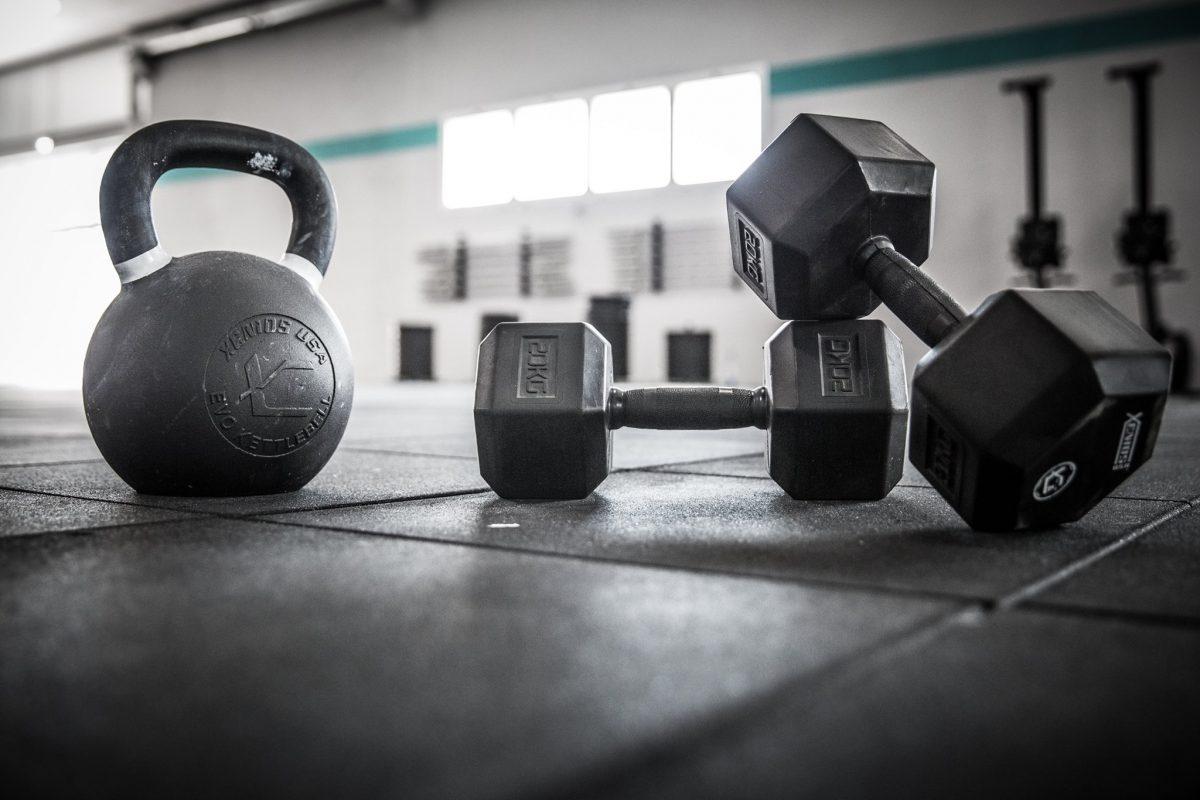Wod CrossFit Sevilla training kettlebell mancuerna